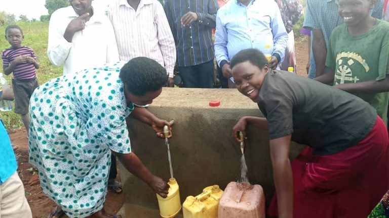 Villagers draw water from new constructed wells in Poyemi